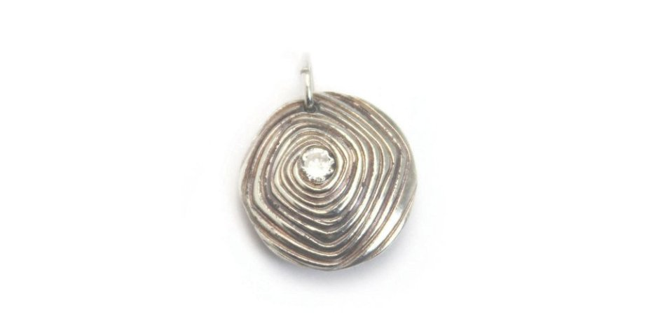 Reversible_Hollow_Pendant_with_Carol_Scheftic.jpg