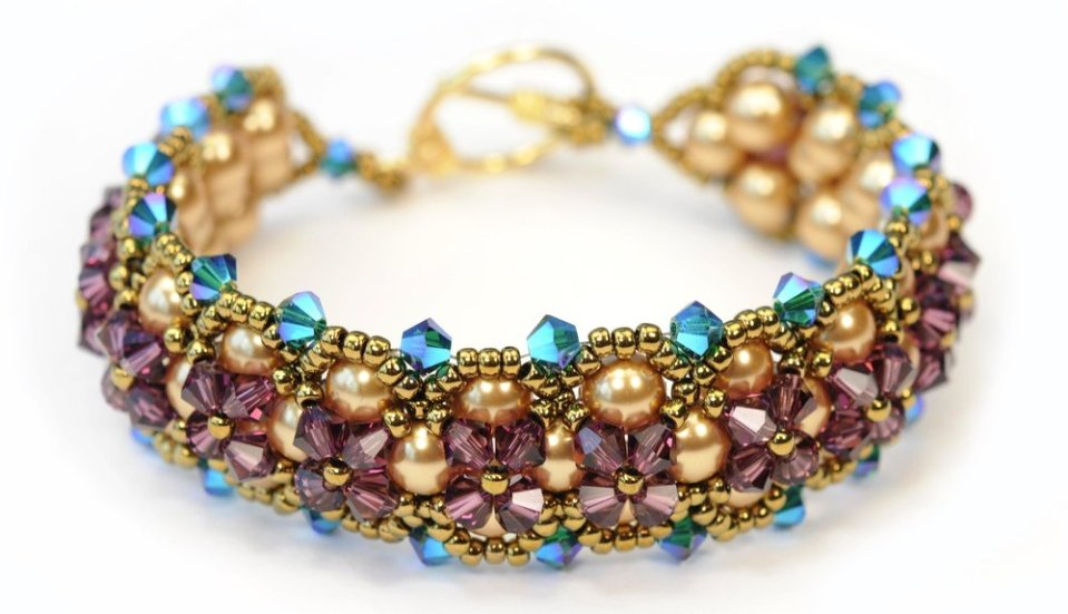 CLASS DESCRIPTION  This is part five of Olga's Beading Techniques Fall 2017 six-part series. You can enroll in one class or all six to become a true beader.  Learn the basic right angle weave stitch and then embellish it with Swarovski crystals to make this sparkling bracelet just in time for the holidays! A great beginner project! INSTRUCTOR  Award-winning artist, Olga Mihaylova | Oli's Beadwork. SKILL LEVEL  Beginner TUITION  $40  +  MATERIAL FEE  $15